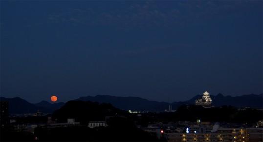 スーパームーンと姫路城